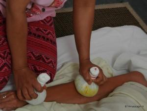 Kruiden stempel massage